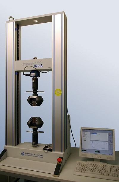 拉伸试验装备的图片。