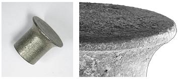 两张图片对比了干净的铆钉和受到电化学腐蚀影响的铆钉。
