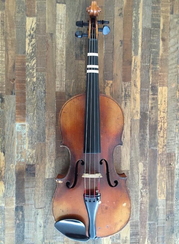 小提琴图片。