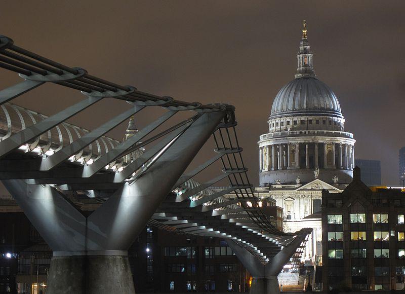 伦敦千禧人行天桥照片