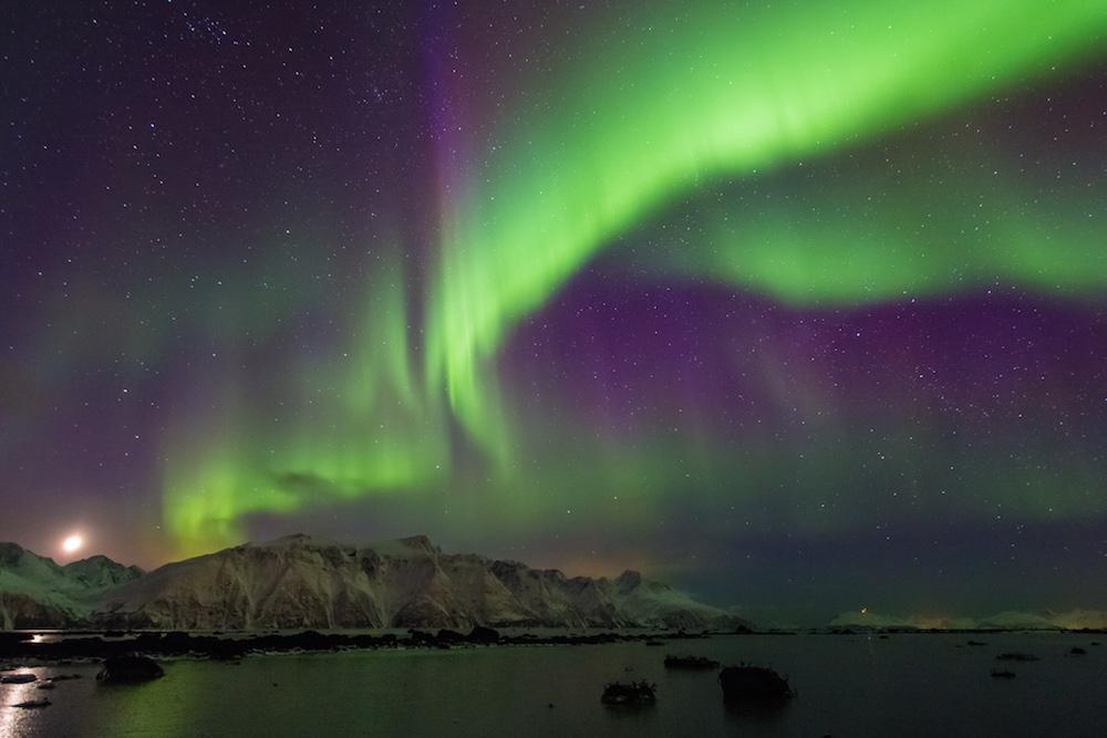 显示 Aurora Borealis 的图像。
