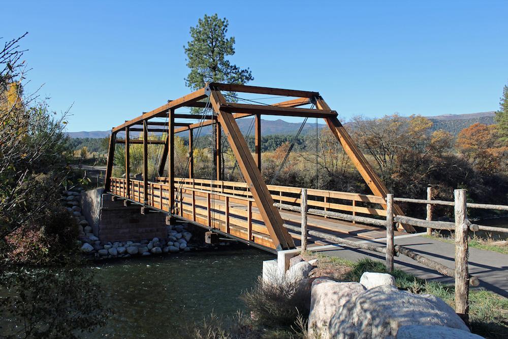 普拉特桁架桥照片,这是一种流行的土木工程设计。