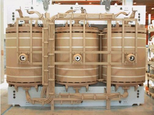 图像展示了电力变压器的有源部件。