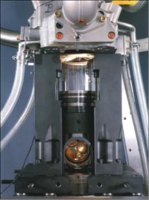 汽车 HCCI 发动机的照片。