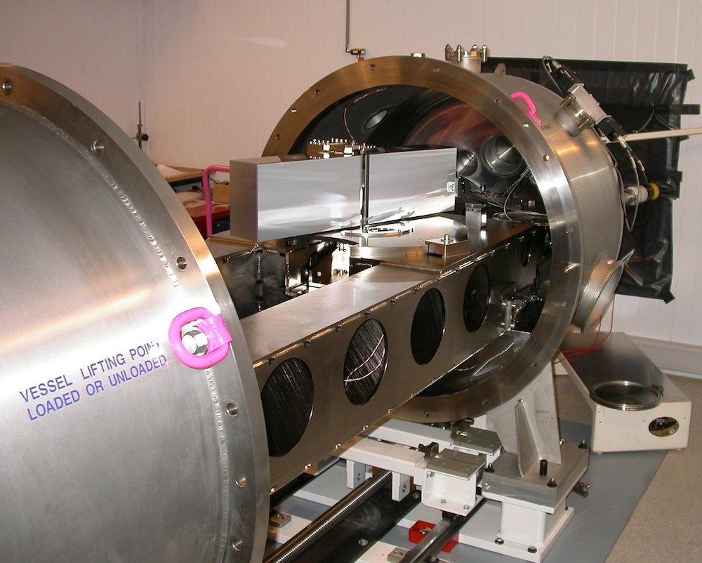 HARPS 光谱仪图片。