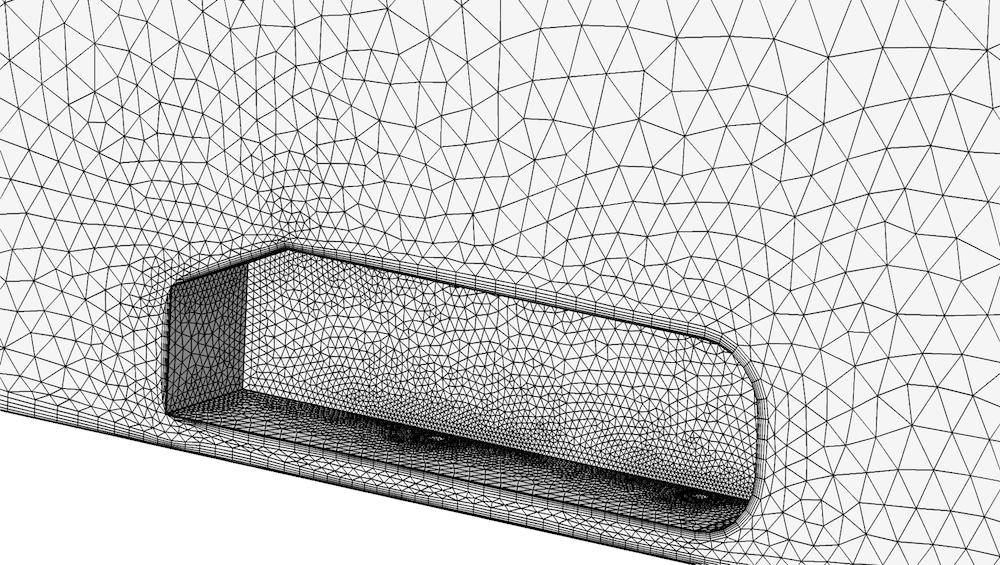 已划分网格的 Ahmed 类车体几何结构的特写。