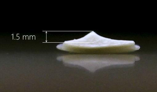 用于测量 Adidas Telstar 接缝的黏土图片。