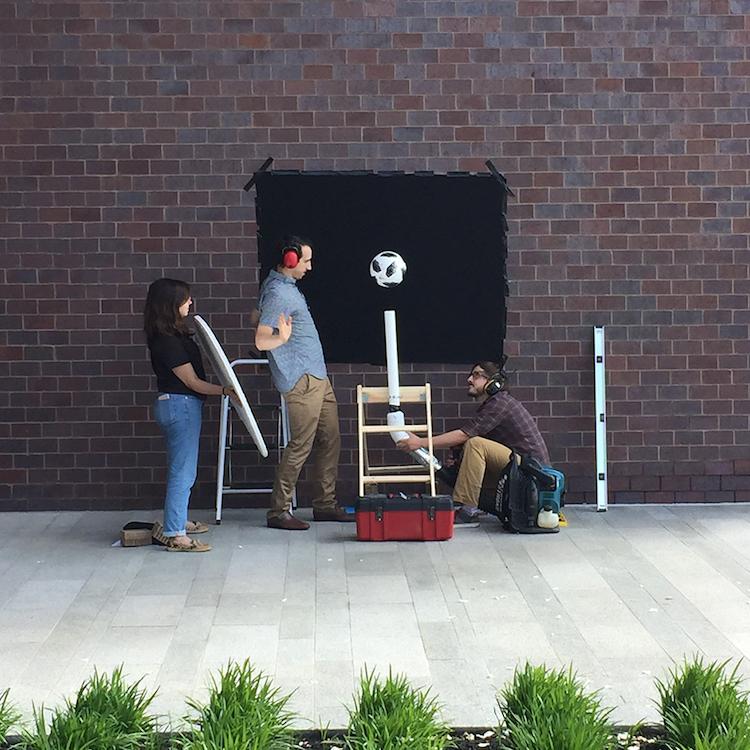 soccer ball experiment square 选择不同的训练用球会影响 FIFA 世界杯™的比赛结果吗?