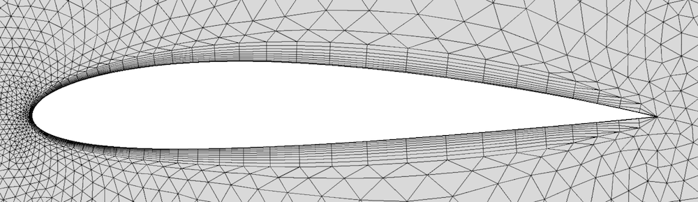 """使用 COMSOL Multiphysics 软件的默认选项""""修剪""""处理锐边的示例。"""