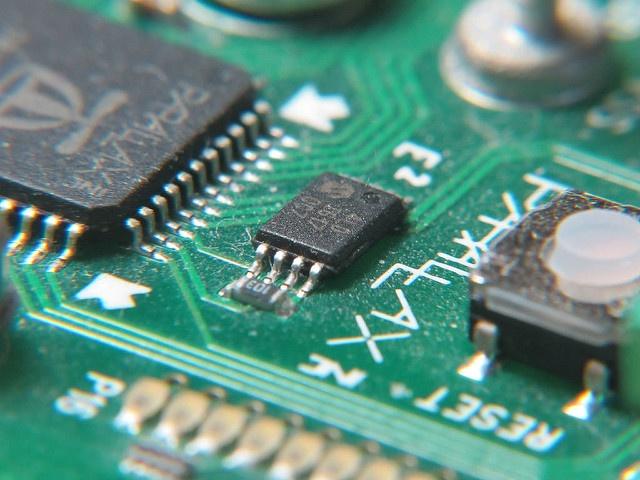 EEPROM 设备的照片
