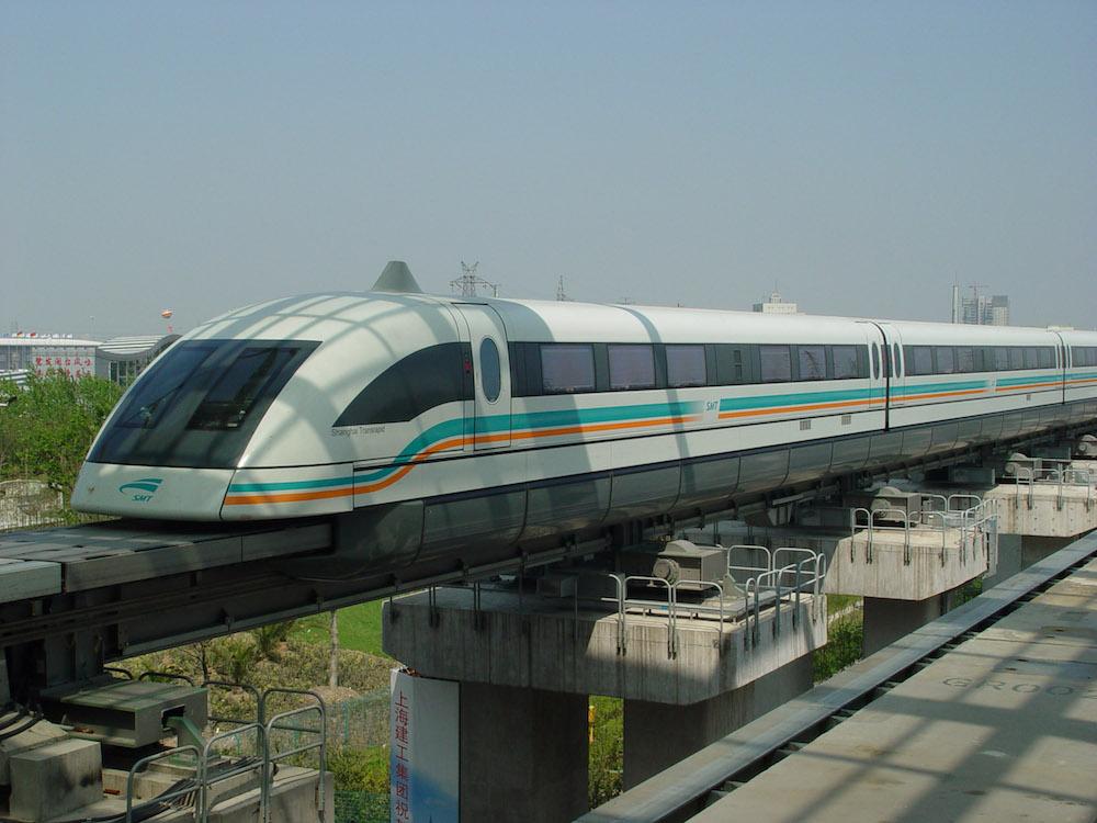 上海磁悬浮列车的照片。
