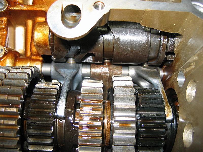 带有直齿轮的动力传动系统的照片