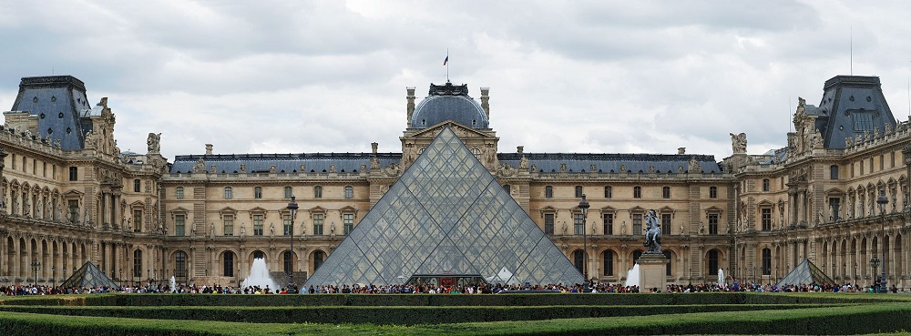 A photo of the Louvre pyramid.