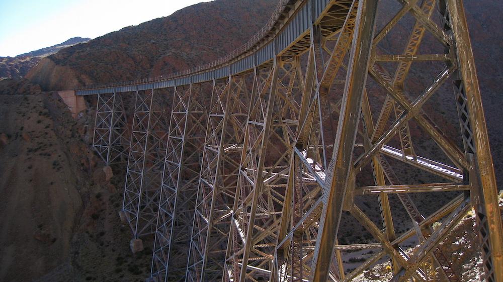 A picture of a bridge.