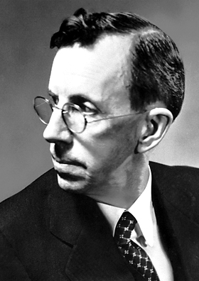 A photograph of physicist Clinton Davisson.