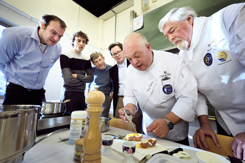 Professional chefs judge the simulation-based competition.