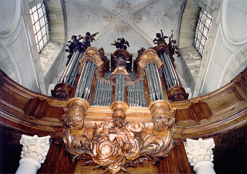A photo showing organ pipes in a pipe organ.