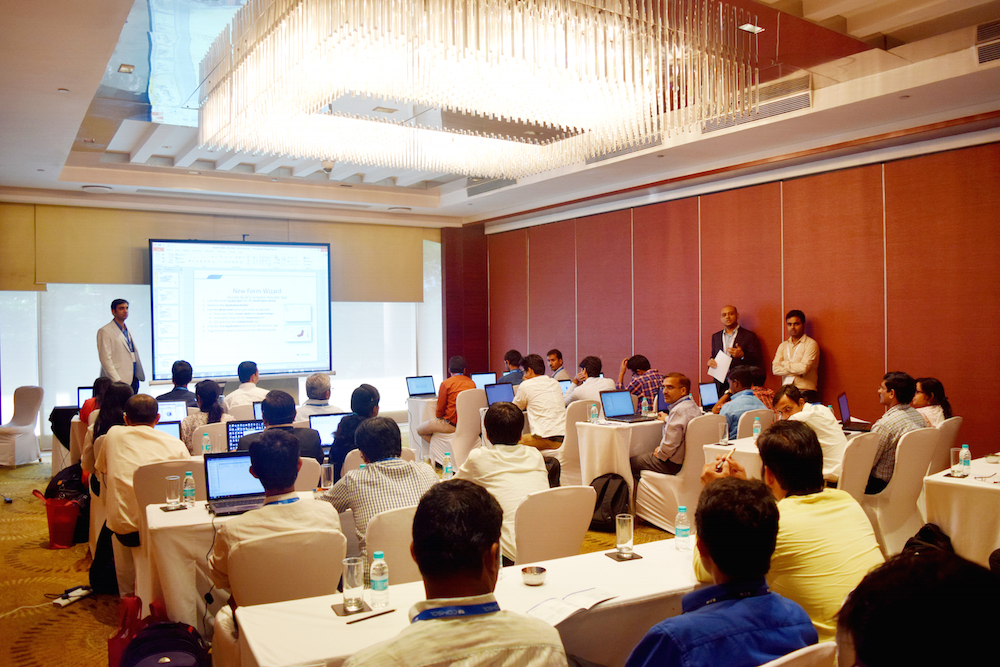 A photograph of a minicourse session that is similar to what will be offered at the COMSOL Conference 2016.