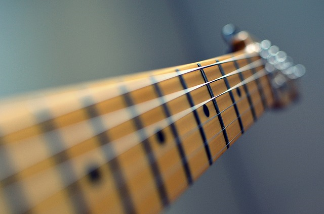 An image showing guitar strings, which vibrate at different frequencies depending on string tension.