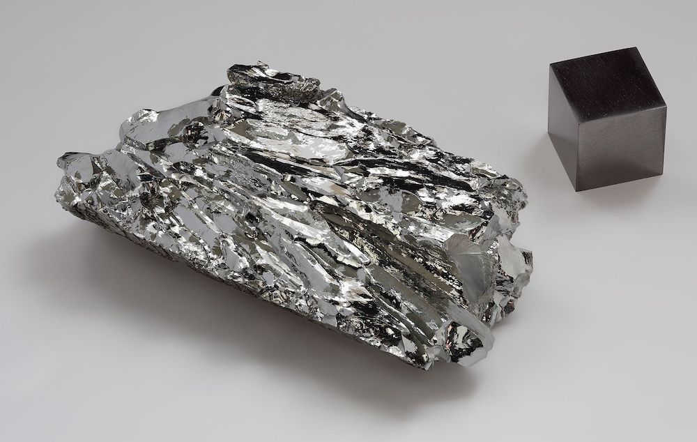 A photo of the material molybdenum.