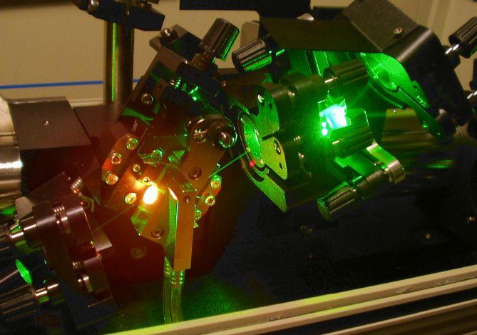 A photo of a titanium-doped sapphire femtosecond laser.