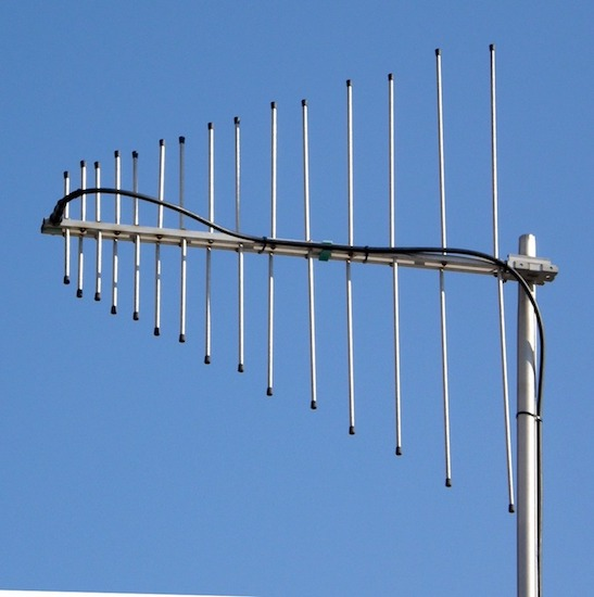 A photo of a log-periodic antenna.