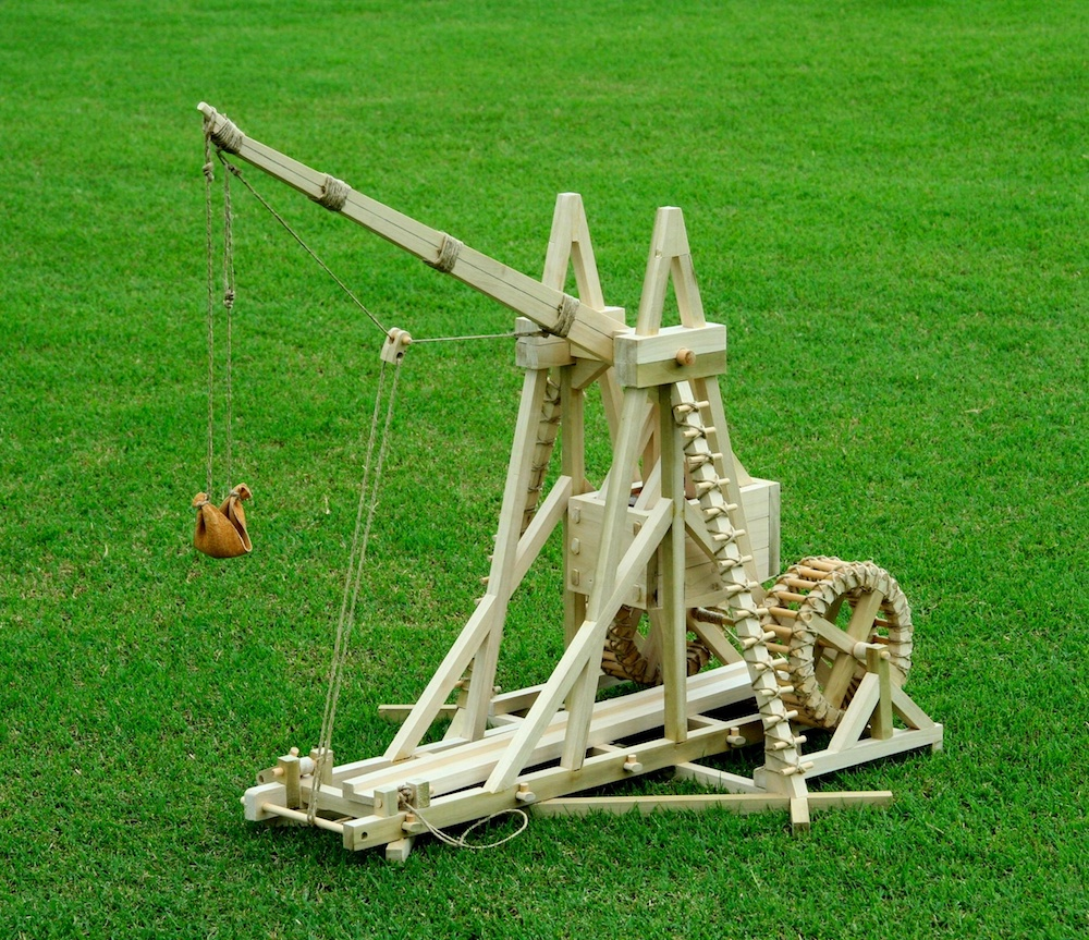 A photo of a War Wolf trebuchet replica.