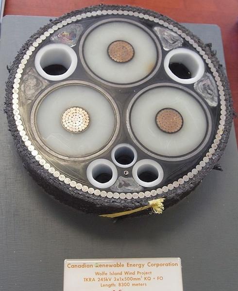 Фотография подводного кабеля.