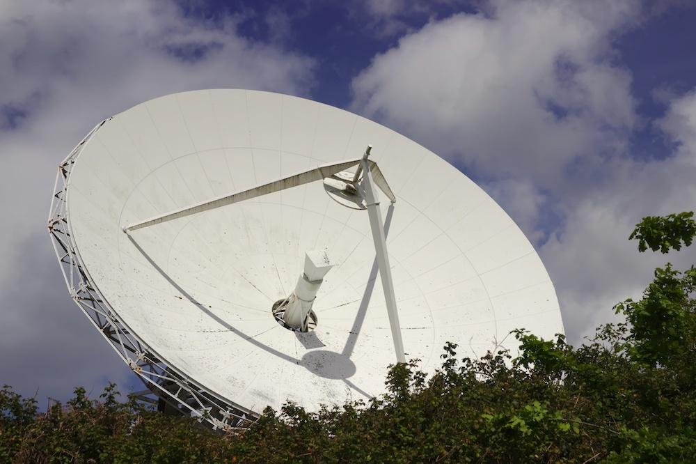 适用于空间互联网的碟式卫星天线的图片。