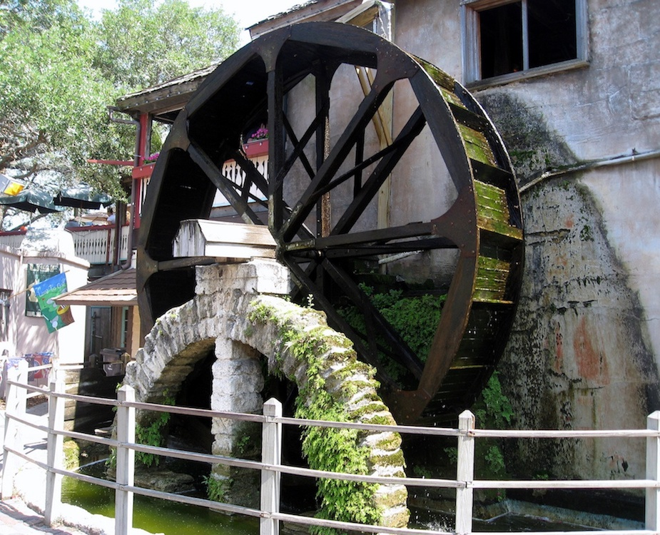 A photo of a waterwheel.
