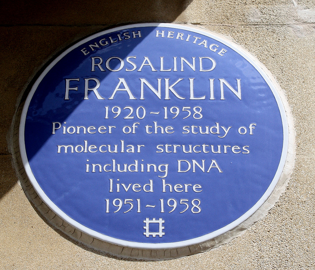 A photograph of a plaque honoring scientist Rosalind Franklin.