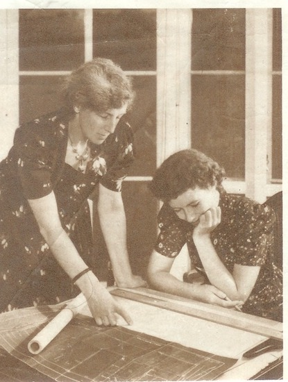 A photograph of Nora Stanton Blatch Barney with her daughter.