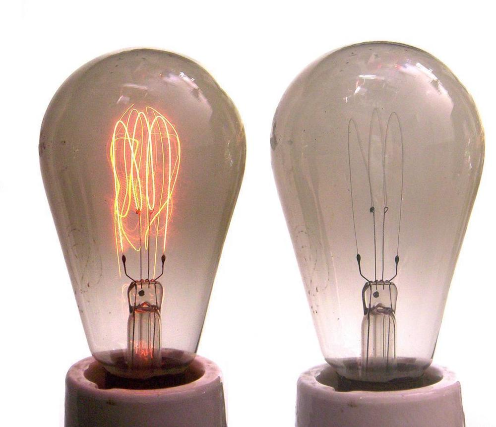 A photo of carbon filament light bulbs.
