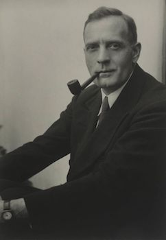 edwin-hubble-portrait-featured