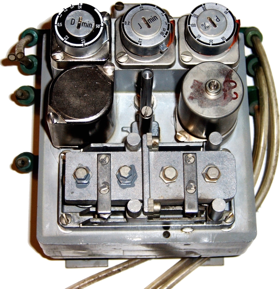 A photograph of a pneumatic controller with adjustable dials.