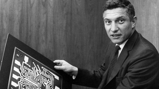 Robert Noyce, one of the first engineers to patent the integrated circuit.