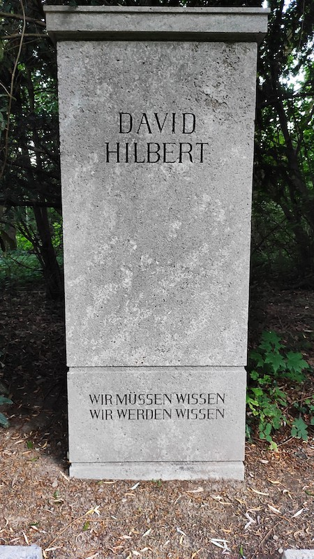 A photo of the tombstone of David Hilbert with a German inscription.